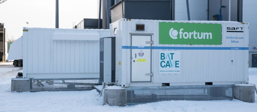 Maailman vanhin ja uusin energiavarasto rinnakkain: akut javesivoima